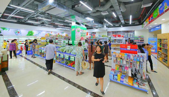 Các gian hàng được trưng bày đẹp mắt tại tầng 1 siêu thị Sunshine Mart.