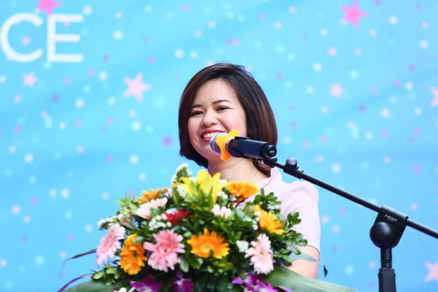 Bà Vũ Hồng Yến Phó TGĐ Công ty CP Dịch vụ thương mại S-Mart: Siêu thị luôn đặt chữ tín lên hàng đầu.