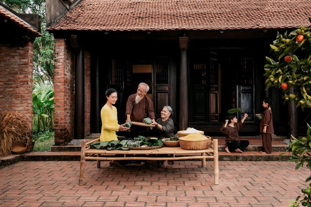 Gói bánh chưng - Phong tục đẹp được người Việt lưu truyền ngàn đời-